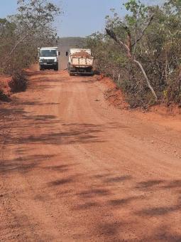 Prefeitura trabalha estradas vicinais na região do Boa Sorte